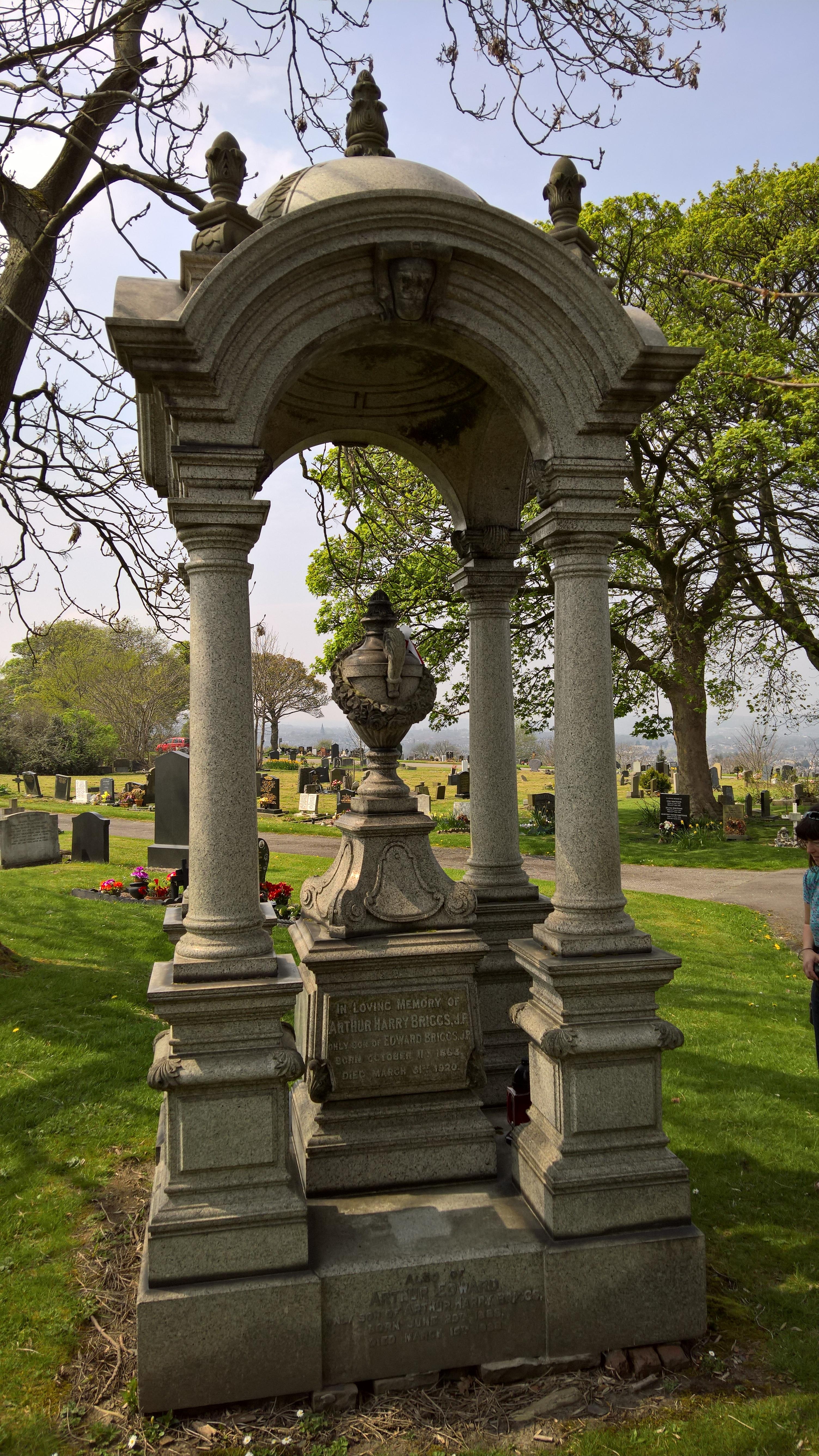 Briggs grave Bowling (2)